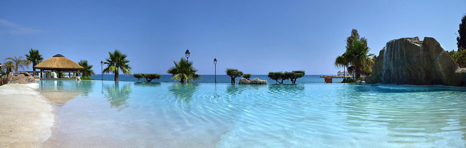 gran-hotel-las-fuentes-piscina